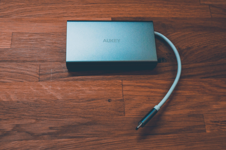 AUKEY USB C Hub - edler 8 in 1 Adapter im Aluminiumgehäuse sorgt für umfangreiceh Verbindungsmöglichkeiten 1
