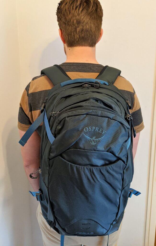 Funktionaler Rucksack mit viel Platz und Laptopfach für Alltag und Reisen - The North Face Surge und Osprey Nebula Daypack im Test 1