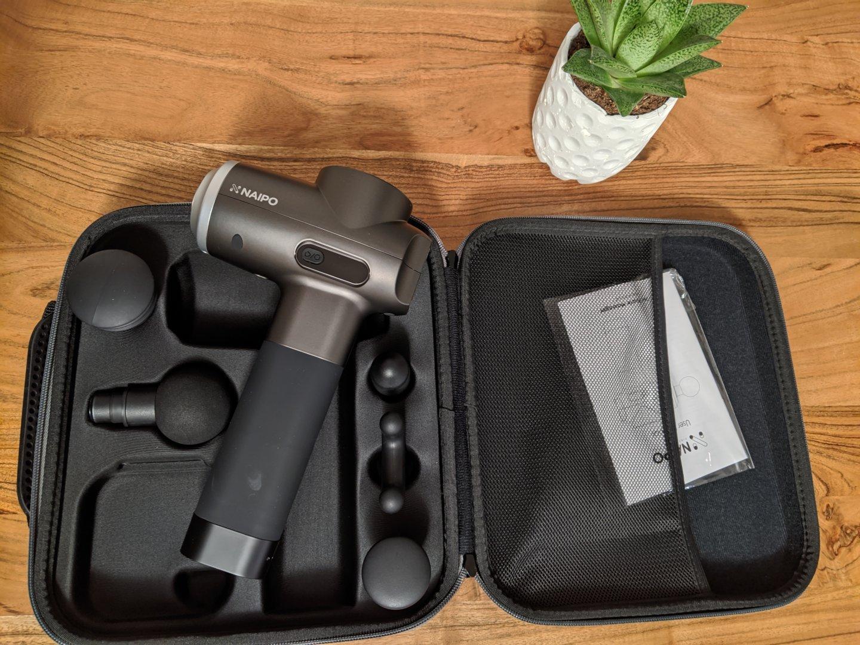 NAIPO Massagepistole - Effektives Ganzkörpermassagegerät für Tiefenentspannung 1
